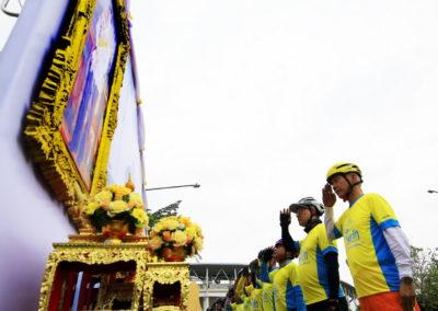 """ประชาชนชาวโคราช 25,000 คน ร่วมสดุดี ปั่น """"Bike อุ่นไอรัก"""" เต็มลานสนามกีฬาเฉลิมพระเกียรติ 80 พรรษา"""