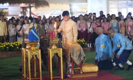 'พระองค์ที' ฉลองพระองค์ชุดไทยราชปะแตน เสด็จเยี่ยมชมงานอุ่นไอรักฯ