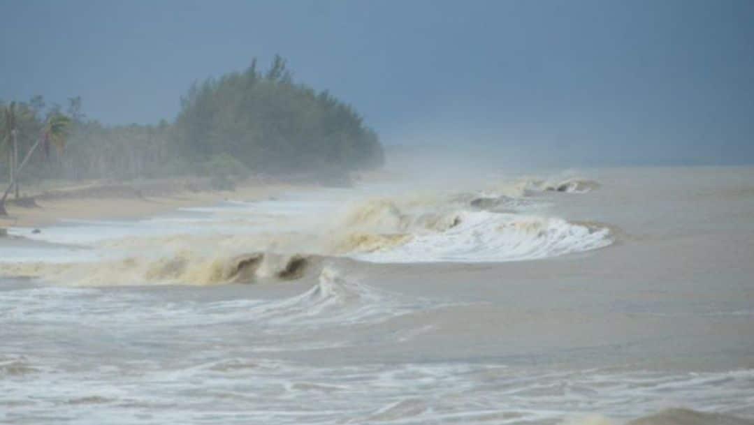 ควันหลงหลัง พายุปาบึก  ฤทธิ์ปาบึก! นราธิวาส 5 อำเภอ บ้านพัง 1,500 หลัง