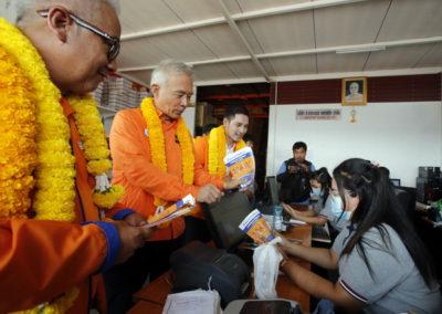 สุวัจน์ ลากลำโพงหาเสียง ย่านตลาดไท ช่วยผู้สมัครปทุมธานี
