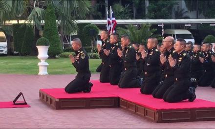 ผบ.ทบ. นำนายทหารระดับสูง 800 นาย กล่าวคำปฏิญาณปกป้องกษัตริย์ และศักดิ์ศรีทหาร