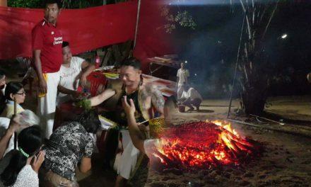 ชาวบัวใหญ่ จัดพิธีลุยไฟชำระล้างสิ่งชั่วร้ายก่อนถึงวันปีใหม่ไทย พร้อมแจกทาน