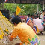 สีสันงานเทศกาลสงกรานต์ชุมพวง ลุงเท้าไฟเต้นสนั่นสะพานไม้ สร้างเสียงฮาทั้งงาน