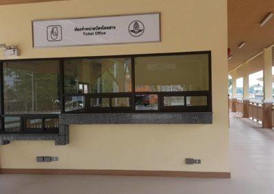 ชาวเมืองคงโวยเปลืองภาษี เหตุสร้างสถานีรถไฟใหม่ แต่เปิดบริการบางส่วน
