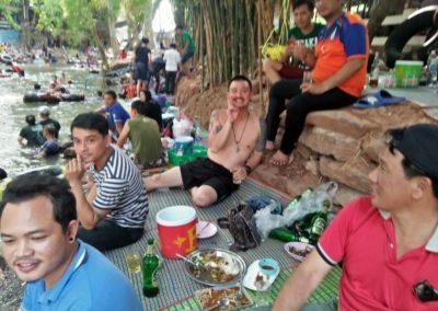 โคราช อากาศร้อนจัดทะลุ 40 พาเด็กนักเรียนลงแช่น้ำคลายร้อน