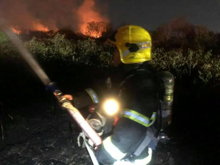 ไฟไหม้ป่ารุนแรงกินเนื้อที่กว่า100ไร่ กลางเมืองโคราช คาดสาเหตุเกิดจากฝีมือมนุษย์