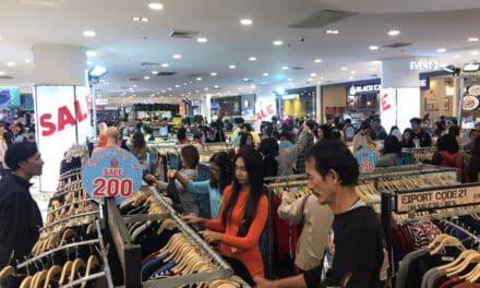 โคราชอากาศหนาวนักช้อปปิ้งแห่ซื้อเสื้อผ้ากันหนาวคึกคัก ห้างดังยอดขายพุ่ง 15%